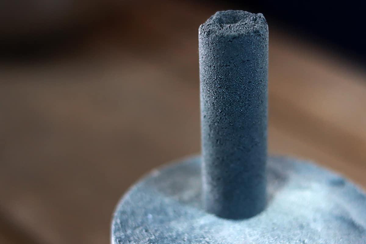 真っ黒な釉薬を混ぜても、プロダクトは濃いグレー色になります。
